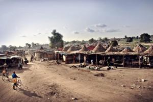 Campement de mineurs dans la ville originel de Diabougou