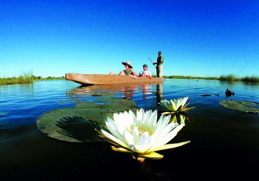Safari en mokoro dans le delta de l'Okavango