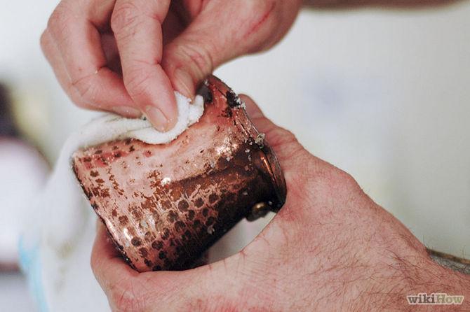 Frotter la pâte sur le cuivre avec un chiffon doux-Clean-Copper-Step-3