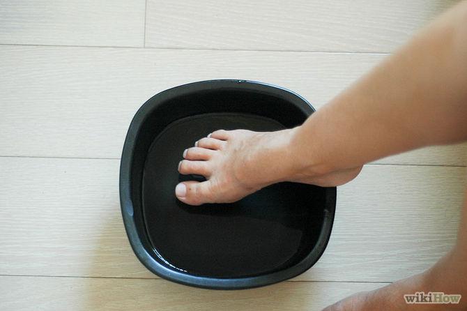 Lavez vos pieds dans cette 3 - 4 fois par semaine-Make-a-Natural-Foot-Odor-Remedy-Step-2