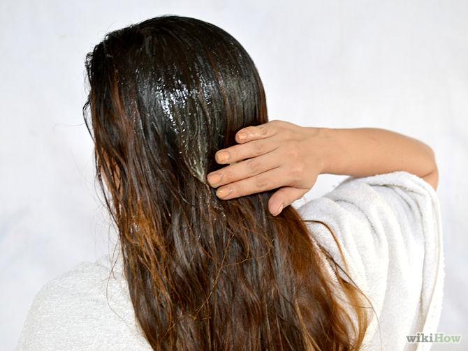 Placez une serviette autour de vos épaules.-Use-Lemon-Juice-to-Lighten-Hair-Step-7-Version-2