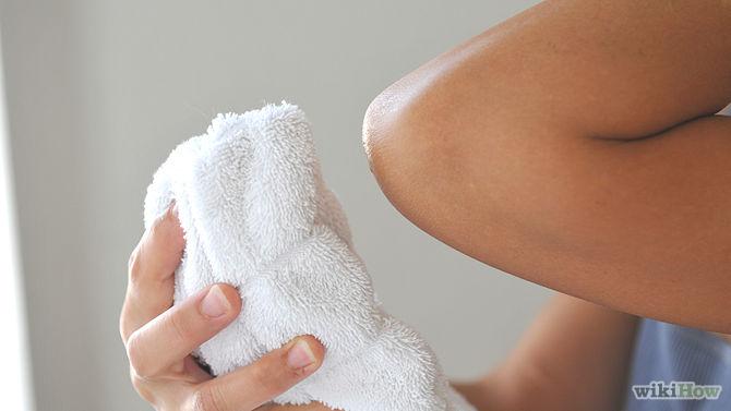 Utilisez une serviette pour tamponner délicatement le jus de citron-Get-Rid-of-Dry-Skin-Using-a-Lemon-Step-3