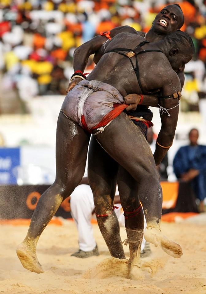 La lutte s n galaise for Interieur sport lutte senegalaise