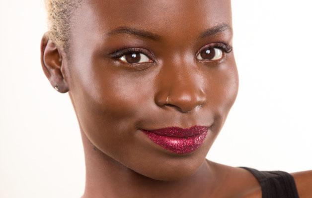 lèvres scintillantes peau noire et métisse