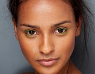 cils colorés femme métisse