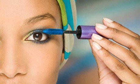 cils colorés femme noire
