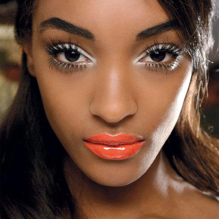 eyeliner blanc femme noire