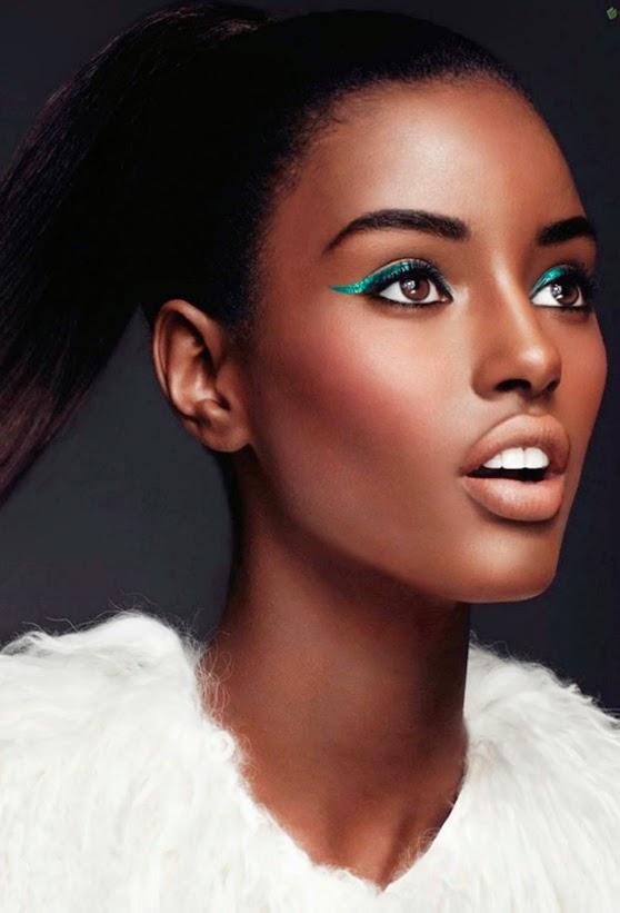 eyeliner vert femme noire (1)