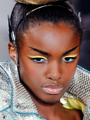 maquillage-jaune-et-bleu