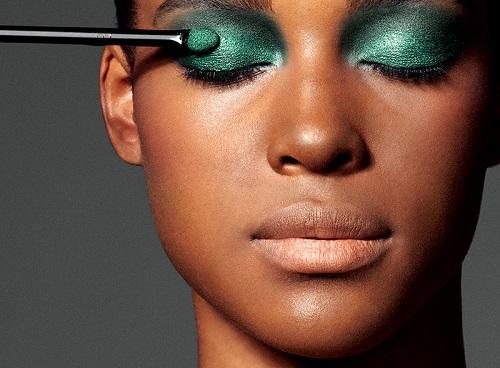 maquillage vert peau noire