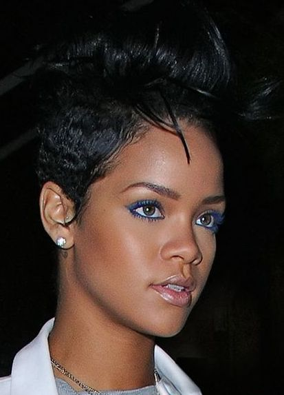 rihann-blue-mascara-and-eyeliner