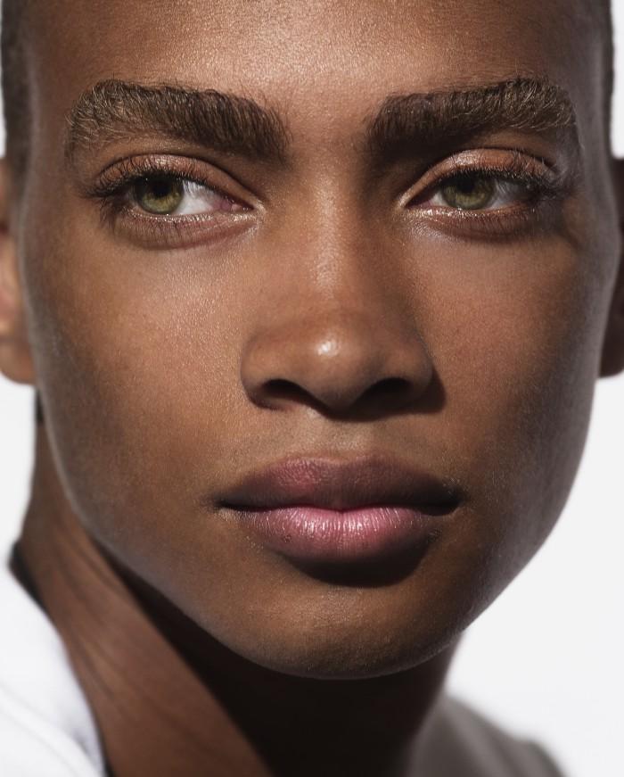 mannequin homme noir yeux bleu
