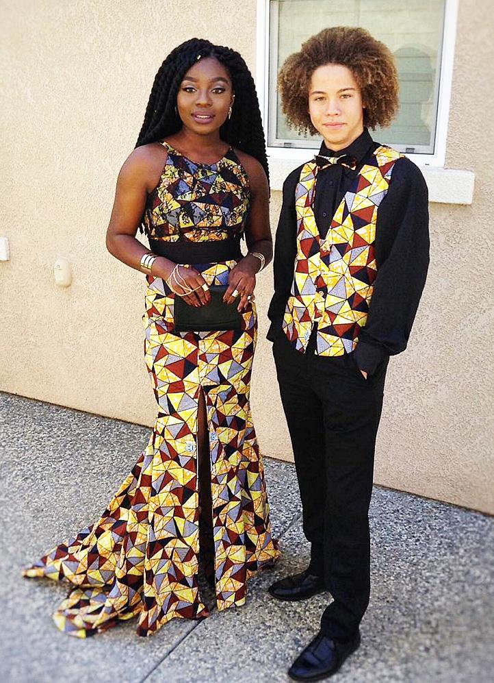 bal de promo 15 couples stup fiants en tenue de bal africaine. Black Bedroom Furniture Sets. Home Design Ideas