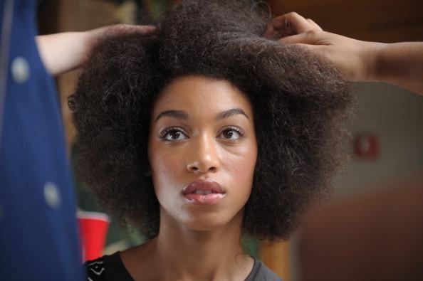 Comment coiffer mes cheveux crépus