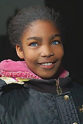noir aux yeux bleus - black girl blue eyes