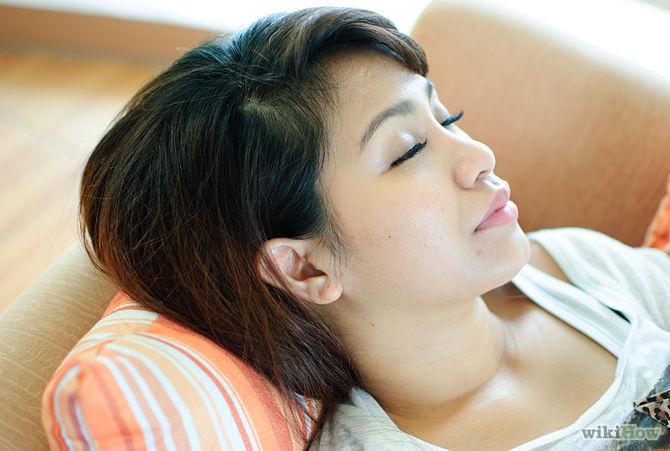 Gardez le jus de citron sur votre visage pendant la nuit-Use-Lemon-Juice-to-Lessen-Acne-and-Heal-Acne-Scars-Step-4