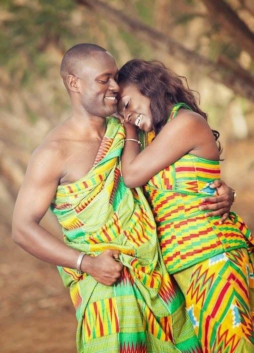 Couple en tenue traditionnelle