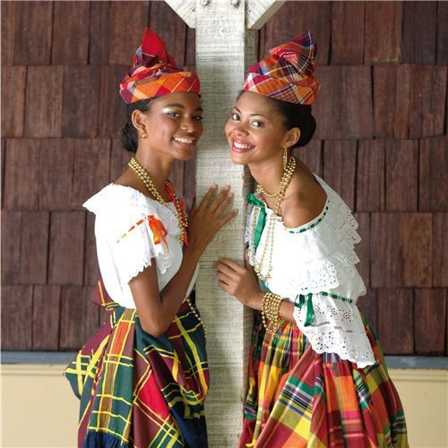 I-Grande-188-les-jeunes-filles-en-costume-traditionnel_net