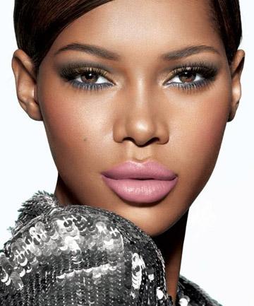 Dark-eye-and-light-lip