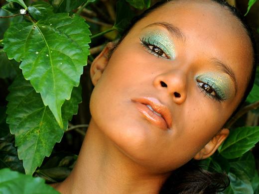 maquillage vert femme métisse