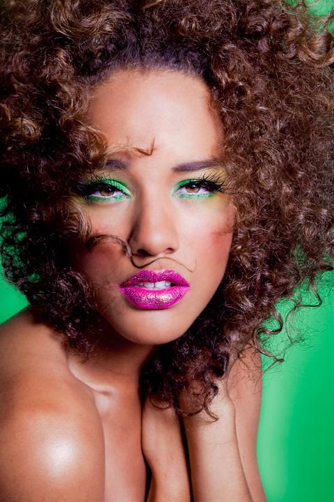 maquillage vert femme noire