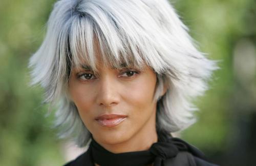halle-berry-cheveux-gris