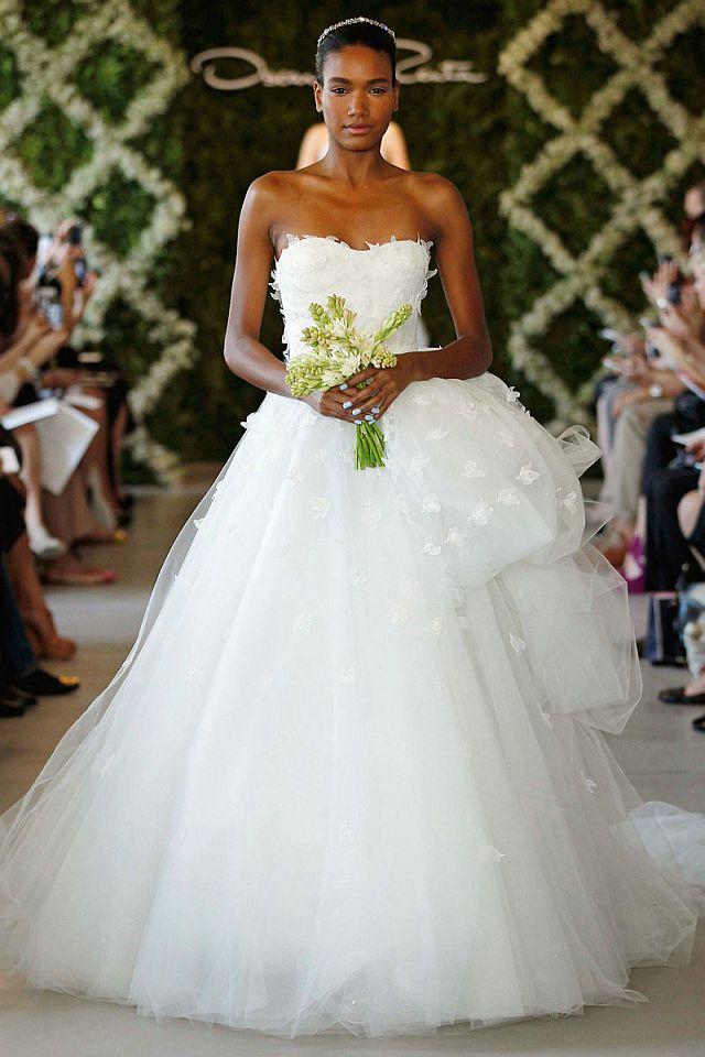 arlenis-sosa-is-featured-three-times-in-the-oscar-de-la-renta-2013-bridaljpg