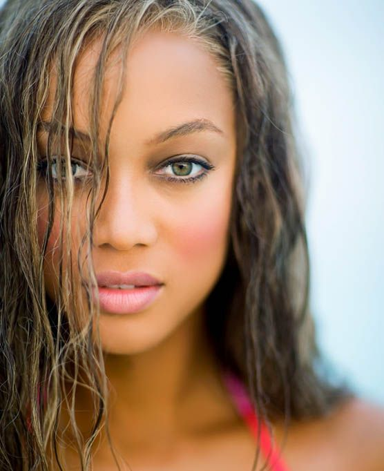 tyra-banks-green-eyes