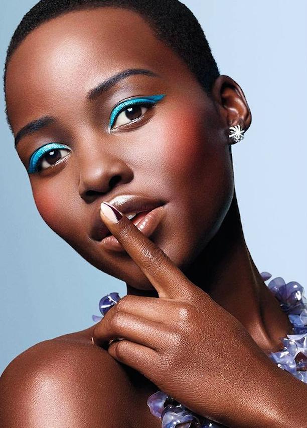 Smokey eyes photos makeup tutorials  |Women Black And Blue Mascara